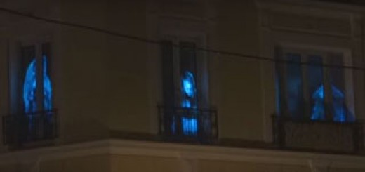 Il-realise-mapping-video-effrayant-sur-fenetres-appartement