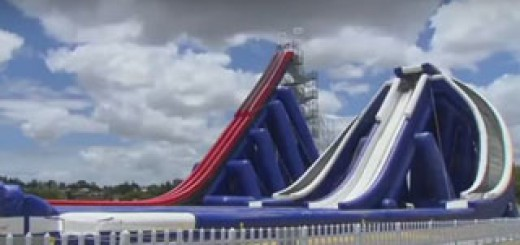 The-Drop-plus-haut-toboggan-aquatique-gonflable-monde