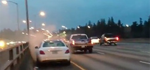 Mercedes-catches-fire-on-I-205