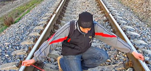 How-to-charge-a-phone-from-the-rail-tracks