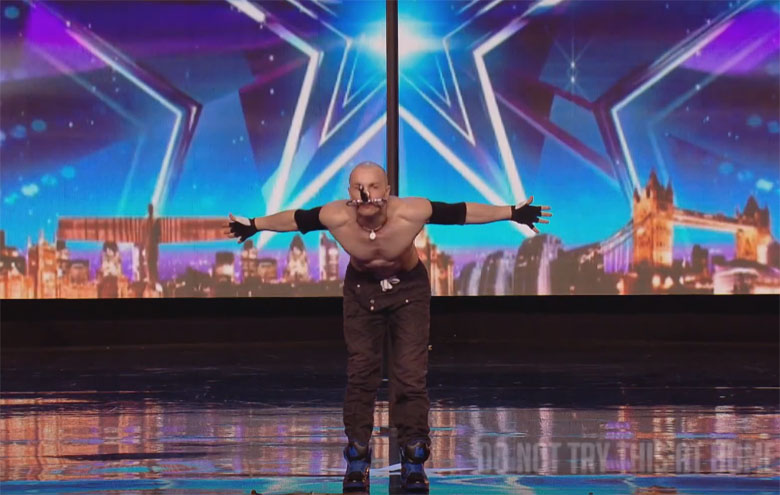 Alexandr-Magala-risque-sa-vie-sur-le-plateau-de-Britain-s-Got-Talent4
