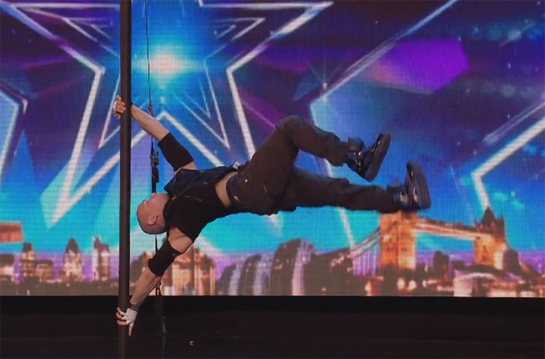 Alexandr-Magala-risque-sa-vie-sur-le-plateau-de-Britain-s-Got-Talent-1