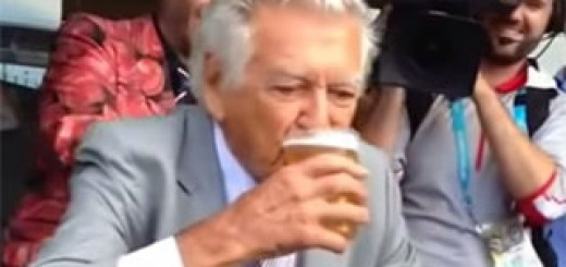 Bob-Hawke-Ultimate-Beer-Sculling-Compilation-2015