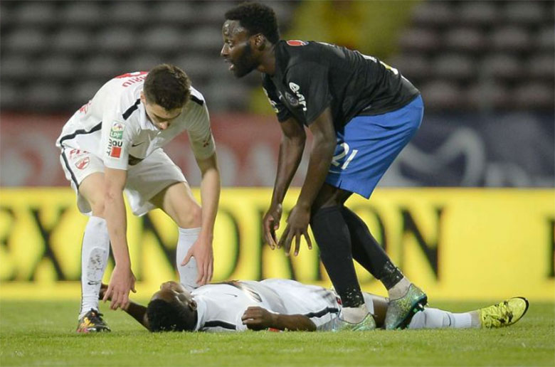 Patrick-Ekeng-from-Dinamo-Bucharest-collapses-and-died-on-the-pitch-after-a-cardiac-arrest