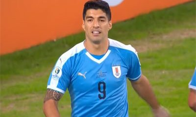 football Luis Suarez demande main gardien