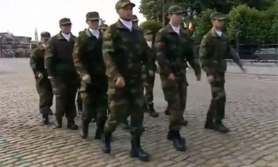 armee belge defile connait problemes synchronisation