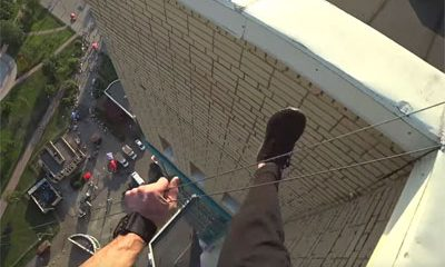 freerunner tombe toit mais rattrape justesse