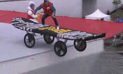 Marty McFly chute skateboard Red Bull Flugtag
