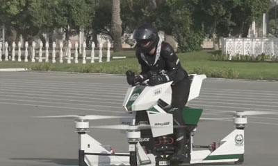Un hoverbike se crash durant une demonstration